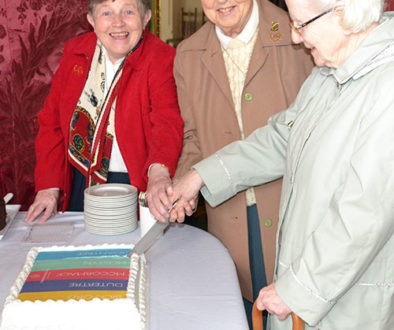 Sisters-cutting-cake